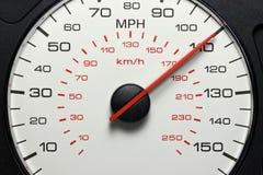 Hastighetsmätare på 110 MPH Arkivbilder