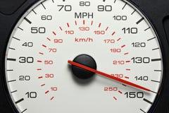 Hastighetsmätare på 145 MPH Royaltyfri Foto