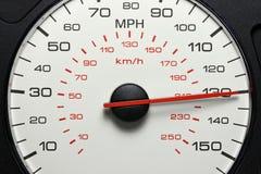 Hastighetsmätare på 130 MPH Arkivfoto