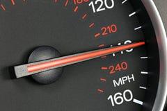 Hastighetsmätare på 140 MPH Royaltyfria Bilder