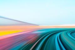 Hastighetsrörelse i stads- huvudvägvägtunnel Fotografering för Bildbyråer