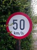 hastighetstecken för km/tim 50 Arkivbild