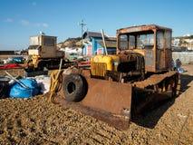 HASTINGS ÖSTLIG SUSSEX/UK - NOVEMBER 06: Bulldozerst på Beaen Arkivfoton