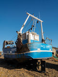 HASTINGS ÖSTLIG SUSSEX/UK - NOVEMBER 06: Fiskebåt på vara Royaltyfri Foto