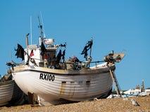 HASTINGS ÖSTLIG SUSSEX/UK - NOVEMBER 06: Fiskebåt på vara Royaltyfri Bild