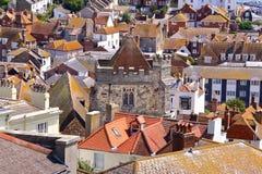 HASTINGS, ВЕЛИКОБРИТАНИЯ: Взгляд городка Hastings старого от западного холма Стоковая Фотография