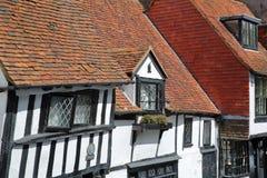 HASTINGS, UK - LIPIEC 22, 2017: xvi wiek cembrującego obramiający i średniowieczni domy w Hastings Starym miasteczku Zdjęcie Stock
