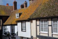 HASTINGS, UK - LIPIEC 22, 2017: xvi wiek cembrującego obramiający i średniowieczni domy w Hastings Starym miasteczku Zdjęcia Stock