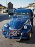 HASTINGS, wschód SUSSEX/UK - LISTOPAD 06: Stary Citroen samochód Parkujący Fotografia Stock