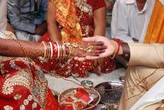 Hastmelap indù di nozze immagini stock libere da diritti