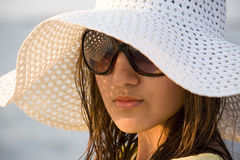 Hat. Swarthy young girl poses on the beach Royalty Free Stock Photography