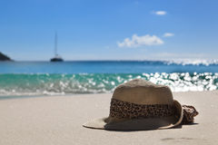 Hat on the beach Royalty Free Stock Photos