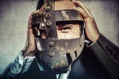 Hat, farlig affärsman med järnmaskeringen och uttryck fotografering för bildbyråer