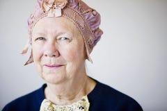 hat starszy rocznik uśmiechnięta kobieta obraz stock