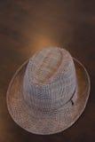 hat stylish table Στοκ φωτογραφία με δικαίωμα ελεύθερης χρήσης