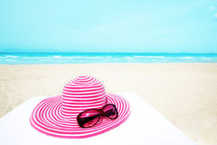 Hat and sunglasses Royalty Free Stock Photography
