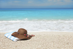 Hat and towel on a beach Royalty Free Stock Photography