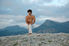 Hatha-ioga: virabhadrasana#3 Imagens de Stock Royalty Free