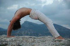 Hatha-yoga: brug Stock Afbeeldingen