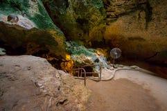 HATO, CURACAO - 2-ОЕ НОЯБРЯ 2015: Пещеры Hato пещеры выставки и популярная туристическая достопримечательность на карибском остро Стоковая Фотография RF