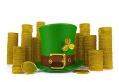 Hatt för troll för dag för St Patrick ` s med högar av guld- mynt Royaltyfri Bild