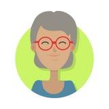 hatt Isolerad gammal kvinna som ler och i röda exponeringsglas royaltyfri illustrationer