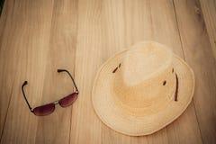 Hatt och solglasögon Arkivbilder