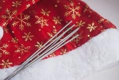hatt Santa Claus som isoleras på vit bakgrund, Arkivfoto