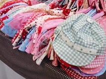Hattar för barn` s shoppar Royaltyfria Foton