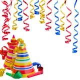 Hattar och slingrande för födelsedagparti Arkivfoton