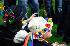 Hatters pazzi al festival 2010 di orgoglio di Dublino LGBTQ Immagini Stock