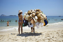 HattförsäljareIpanema strand Rio de Janeiro Brazil Arkivfoton