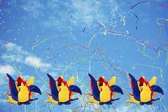 Hattjokerkonfettier och banderoller Royaltyfri Fotografi