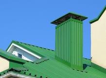 Haube auf dem Dach von Blechtafeln Lizenzfreie Stockbilder