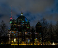 Haube in Berlin nachts lizenzfreie stockfotografie