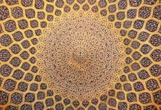 Haube der Moschee, orientalische Verzierungen, Isfahan lizenzfreie stockfotos