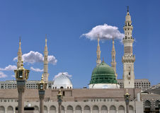 Haube und Minaretts von masjid nabavi Lizenzfreies Stockbild