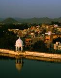 Haube und Reflexion, Udaipur, Indien Lizenzfreie Stockfotos