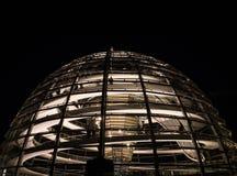Haube vom Bundestag Reichstag nachts in Berlin, Deutschland lizenzfreies stockfoto
