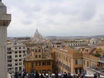 Haube von St- Peterkathedrale über den Dachspitzen von Rom Stockfoto