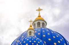 Hauben der blauen Farbe mit goldener Sterne Dreiheits-Kathedrale in St Petersburg Stockbilder