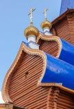 Hauben der hölzernen orthodoxen Kirche Stockbild