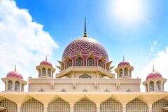 Hauben der Moschee Putra Jaya Stockbilder