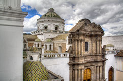 Hauben einer Kathedrale in Quito Stockfotografie