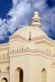 Hauben und Minarett der Al Fateh Moschee Bahrain Stockbild