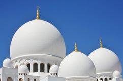 Hauben und Pfosten Scheich Zayed Mosque in Abu Dhabi Lizenzfreies Stockfoto