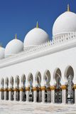 Hauben und Pfosten Scheich Zayed Mosque in Abu Dhabi Stockfotos