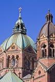 Hauben von St. Luke Church in München Lizenzfreies Stockfoto