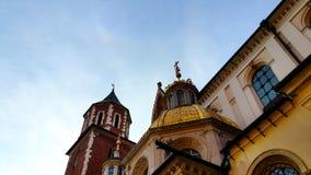 Hauben von zwei Renaissancekapellen auf der Seite der Kathedrale auf Wawel-Hügel in Krakau Polen Lizenzfreie Stockfotografie