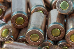 Haufen der alten Kassetten für eine Pistole. Lizenzfreies Stockfoto